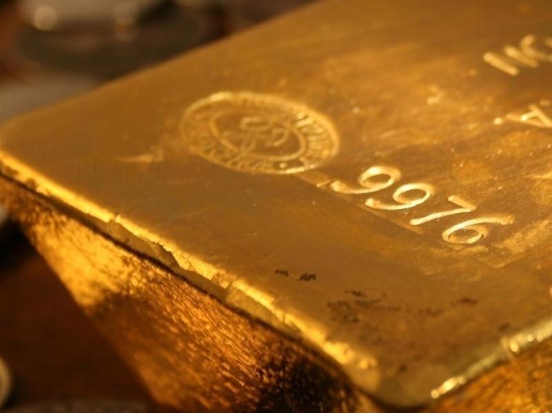 Altının ticarette kullanımı  iki form halinde konu olmaktadır.Bunlar mücevherat ve külçe altın formudur.